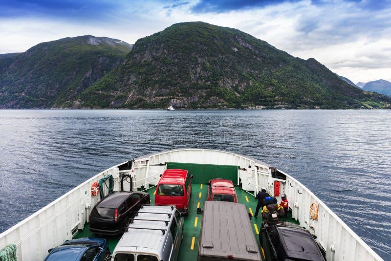 运输汽车的轮渡,挪威 免版税图库摄影