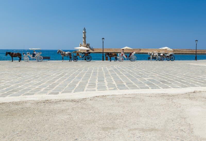运输的游人马支架干尼亚州旧港口的克利特的,希腊 干尼亚州是第二大城市  免版税库存照片