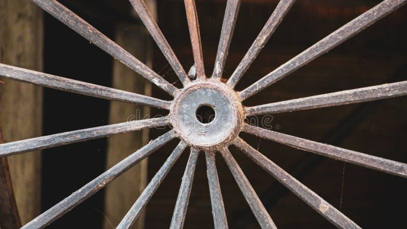 运输的西部铁轮子无盖货车 免版税图库摄影