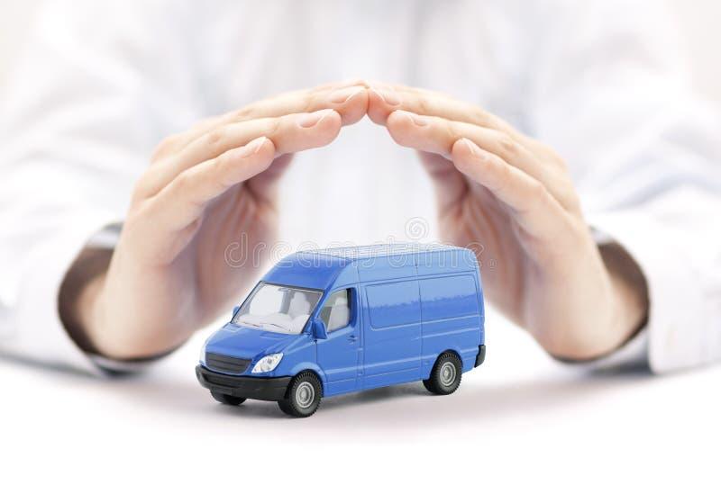 运输蓝色van手的保护的car 库存照片