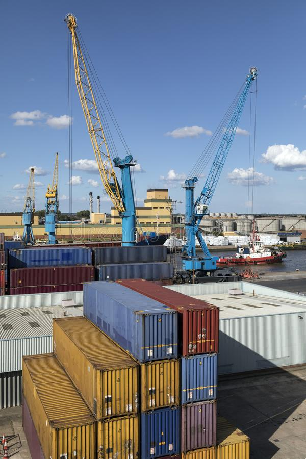运输货柜-船身口岸-英国 库存图片