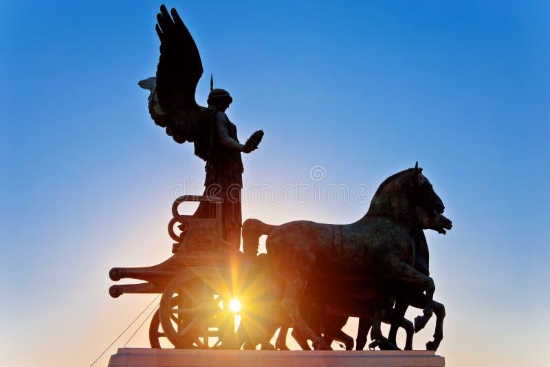 运输车纪念碑太阳阴霾视图的古罗马大阳台 库存图片