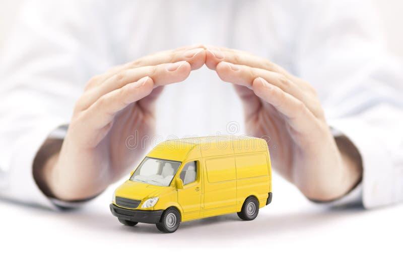 运输黄色van手的保护的car 库存照片
