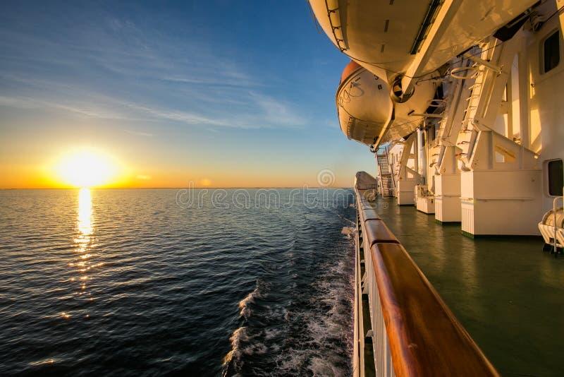 运送到瑞典通过在哥得兰岛的海岛上的波季在波罗的海 库存图片