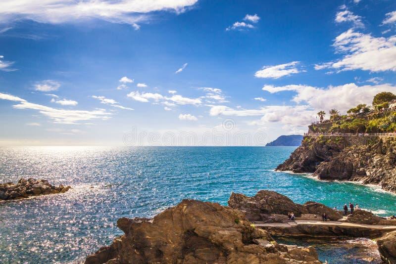 近利古里亚海和海岸著名五乡地镇 免版税库存图片