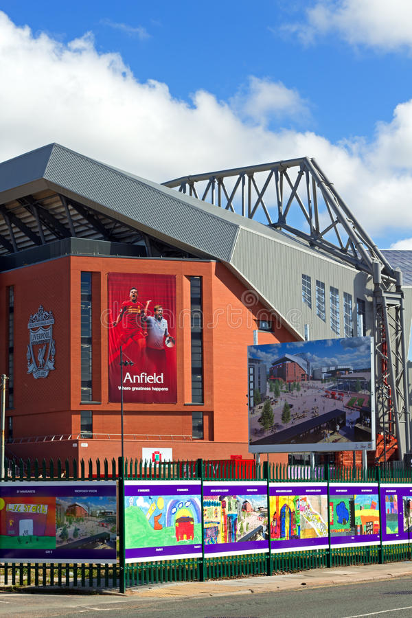 临近完成的利物浦橄榄球俱乐部的新的£114百万立场 库存图片