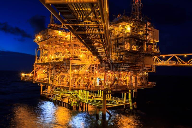 近海处夜产业油和煤气 免版税库存照片