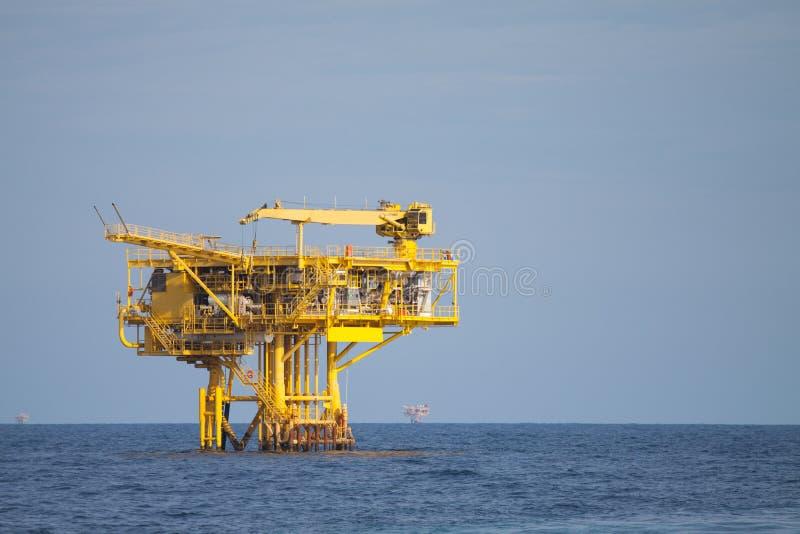 近海处油和煤气产业生产平台,世界的能量,建筑平台在海 免版税库存照片