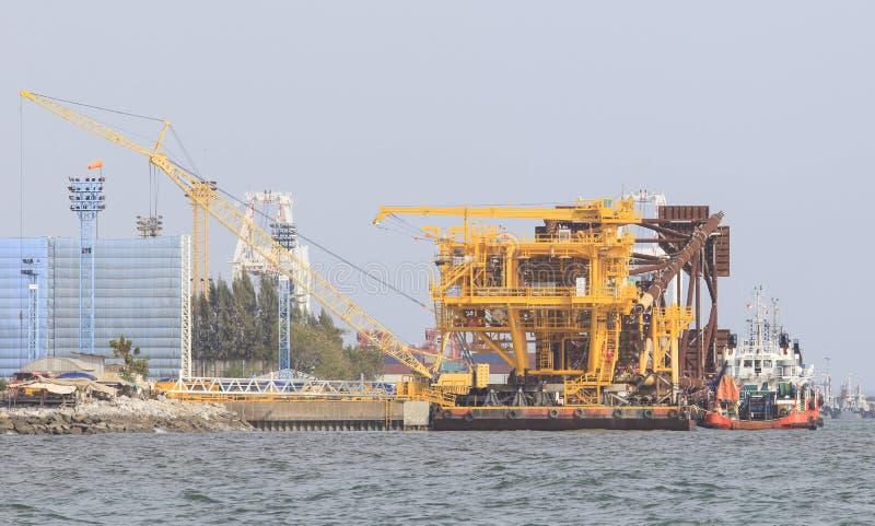 近海平台石油站点植物建筑结构  免版税库存照片