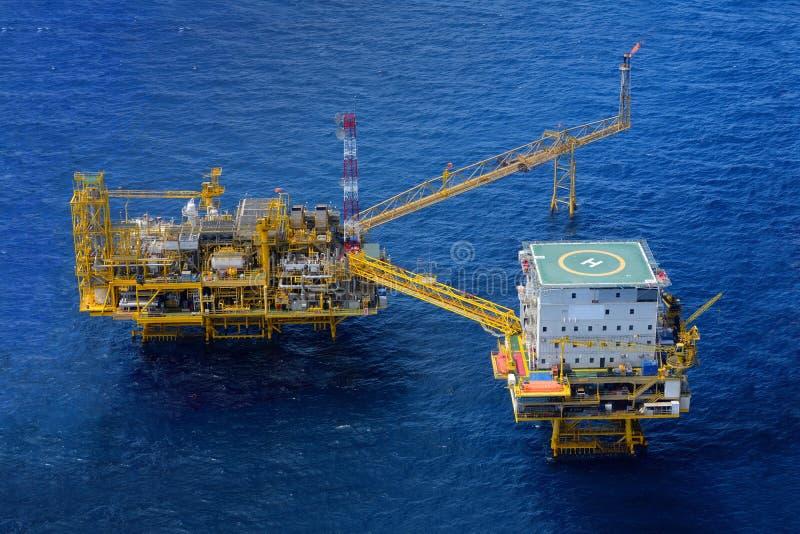 近海抽油装置平台 免版税库存照片