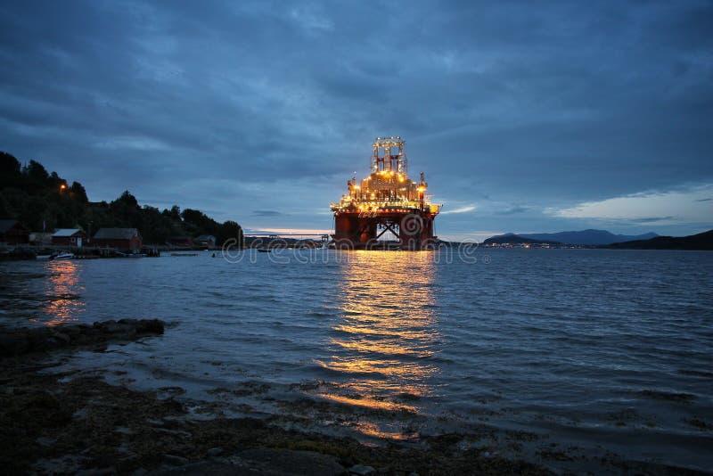 近海抽油装置 免版税库存图片