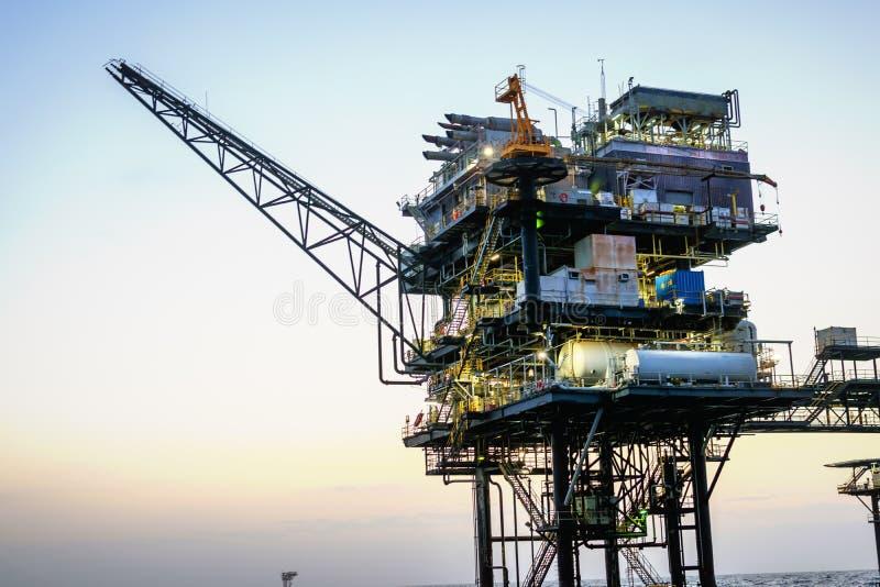 近海石油平台 免版税库存图片