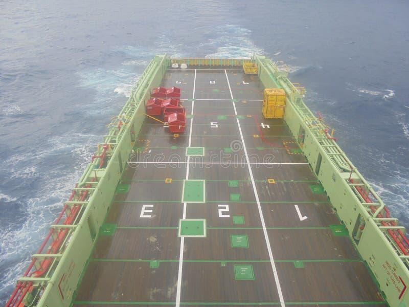 近海船载货甲板视图 免版税库存图片