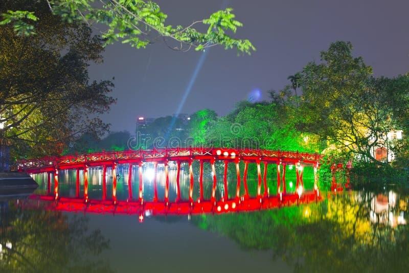还剑湖和Huc桥梁,河内,越南 免版税库存照片