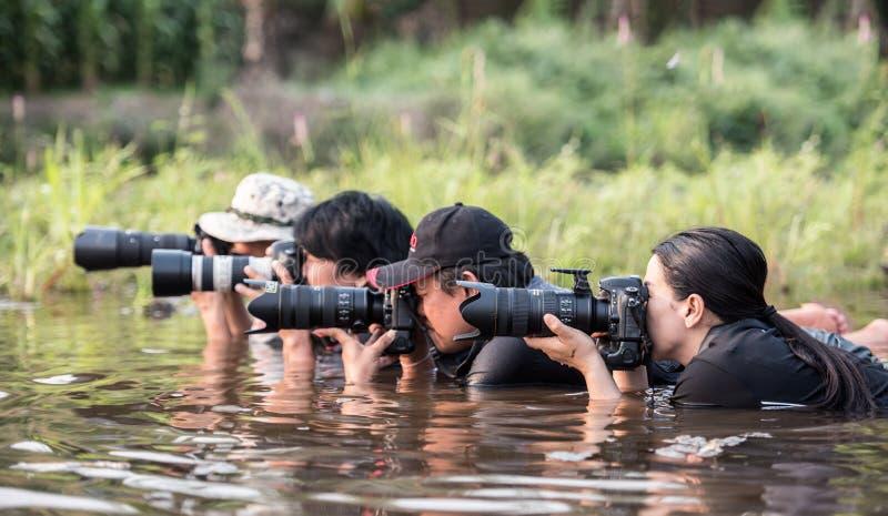 这在幕后是摄影师小组 库存照片
