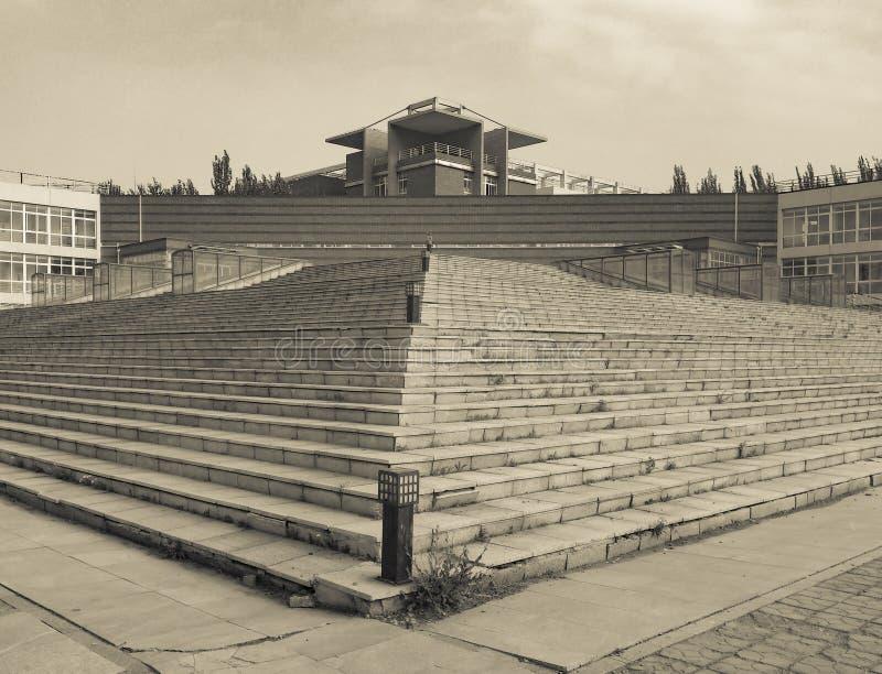 这建筑学古典秀丽有很多 免版税库存照片