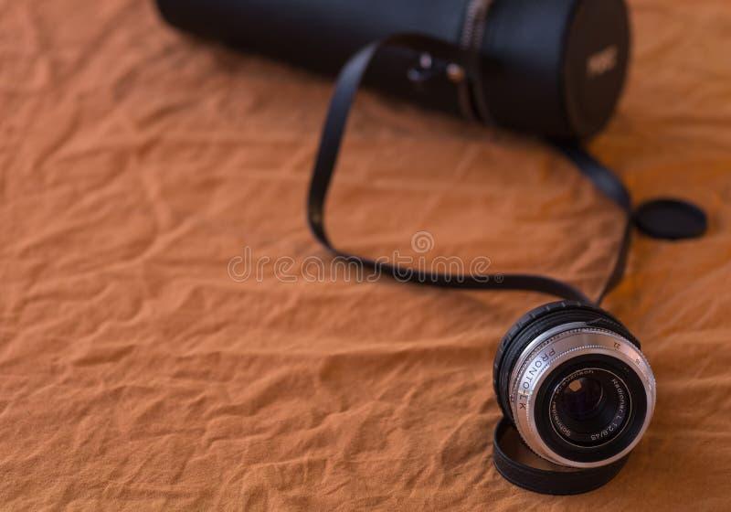 这是一老照相机lense告诉了谢德Kreuznach 免版税库存图片