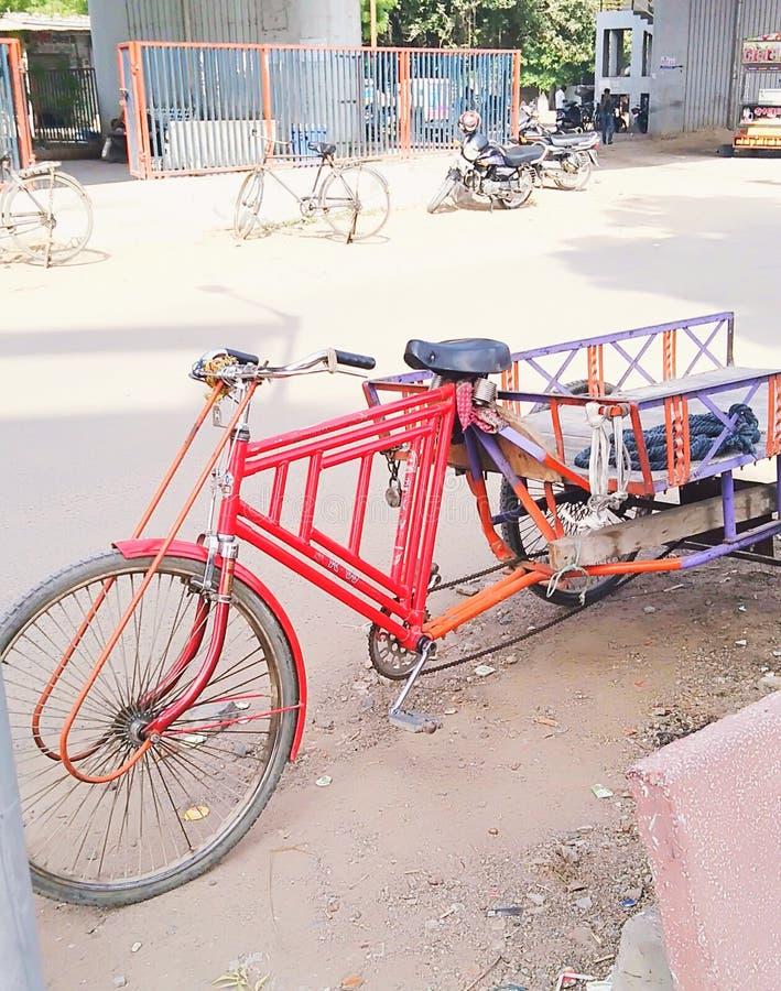 这是在印度驱动的一个运输系统由所有人 免版税库存图片