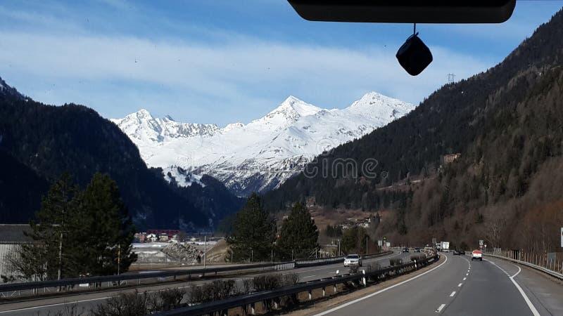 这样美好的montains视图在瑞士 库存图片