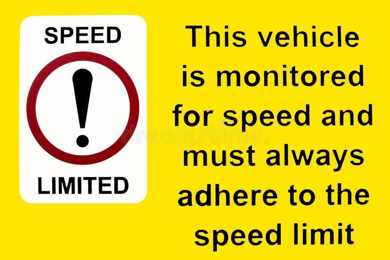 这辆车为速度标志被监测 库存例证