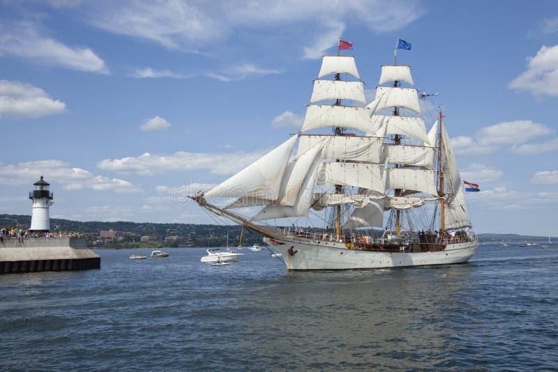 进入德卢斯港口的高船欧罗巴 库存照片