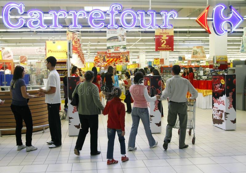 进入超级市场的道路交叉点客户 免版税库存图片