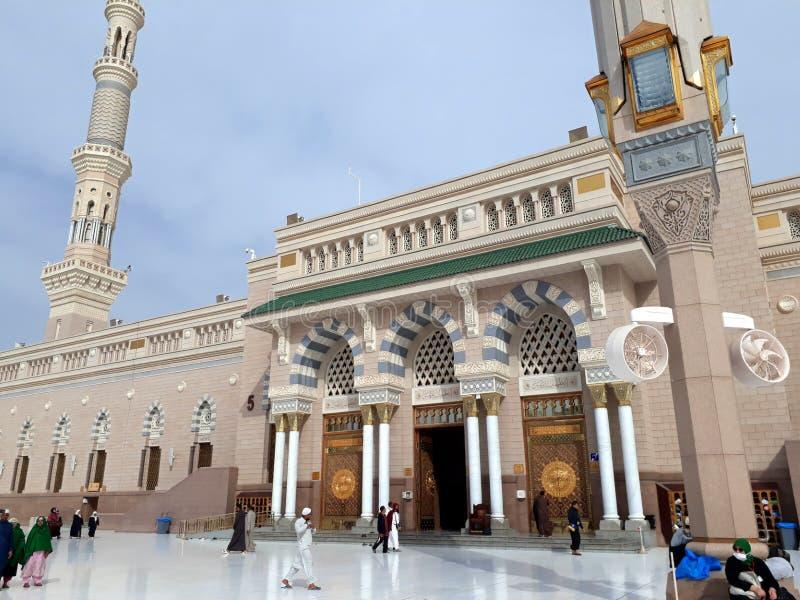 进口看法对先知穆罕默德清真寺或Nabawi清真寺的在Madinah 免版税库存照片