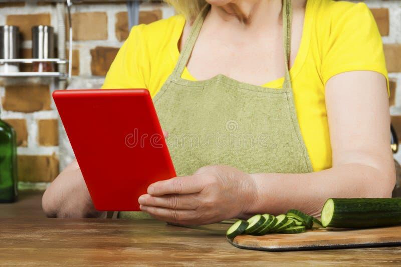 进步现代年长老婆婆概念 免版税库存图片