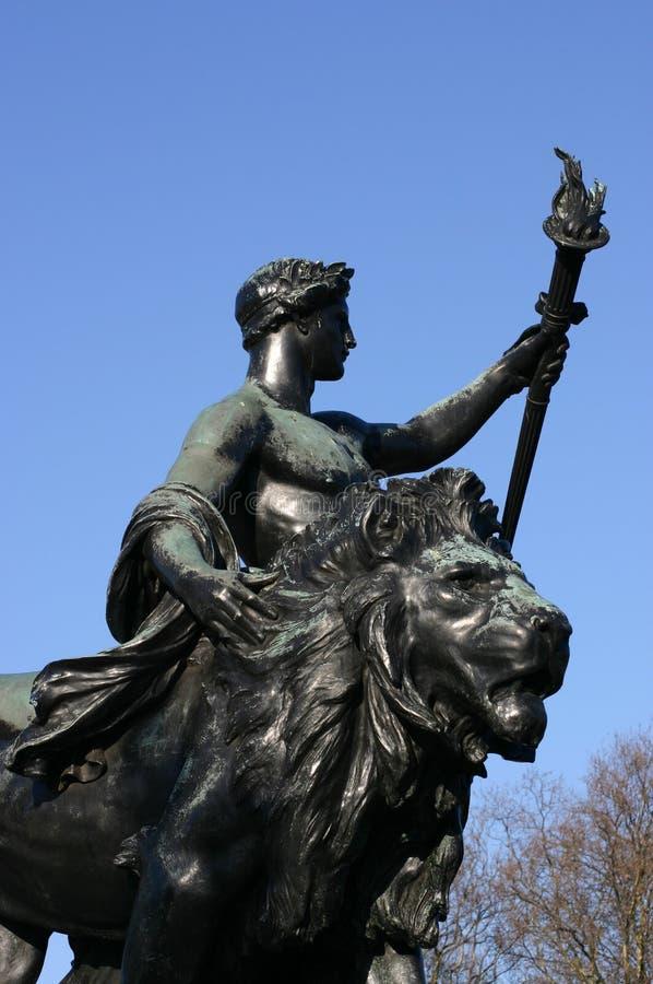 进步的古铜色雕象在维多利亚纪念品,伦敦,英国 库存照片