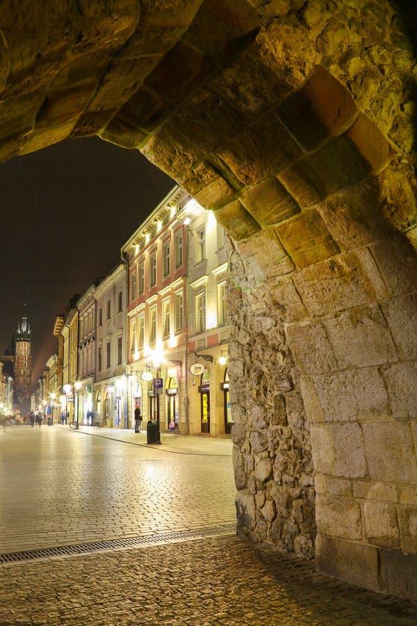 进行下去圣弗洛里安的门的Florianska街道在克拉科夫,波兰 免版税库存图片