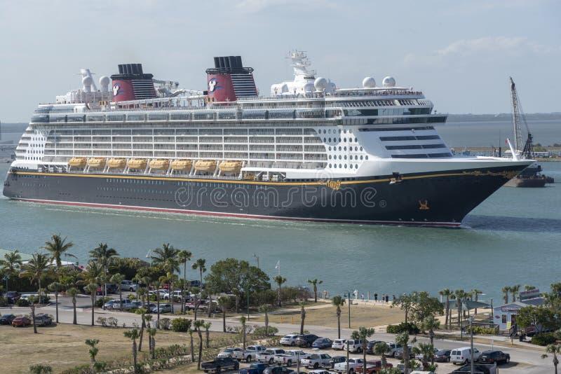 进行中的游轮 港卡纳维拉尔,佛罗里达,美国 库存照片