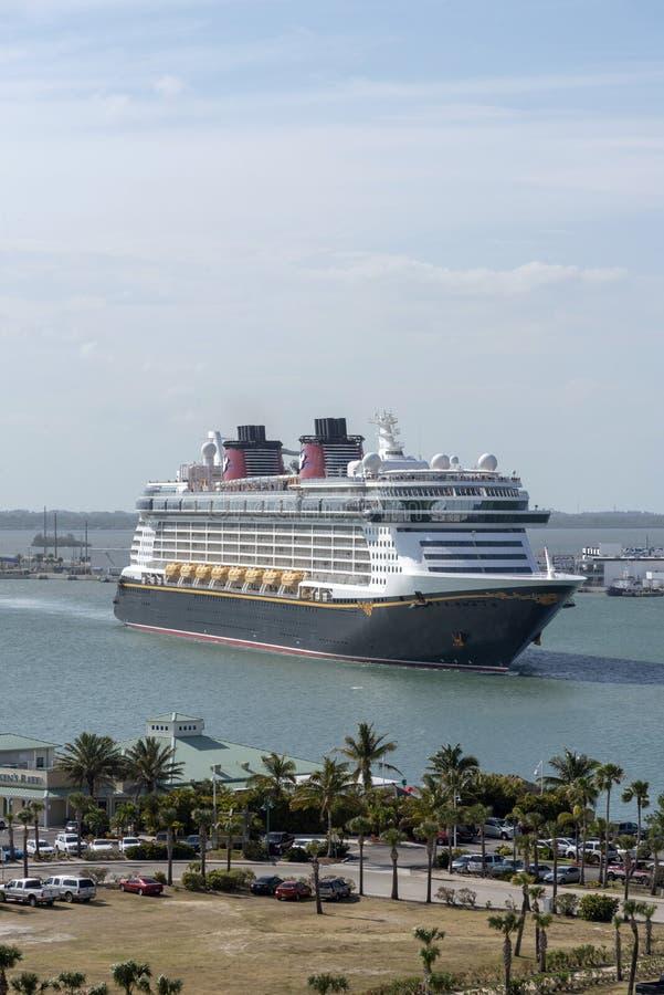 进行中的游轮 港卡纳维拉尔,佛罗里达,美国 免版税库存图片