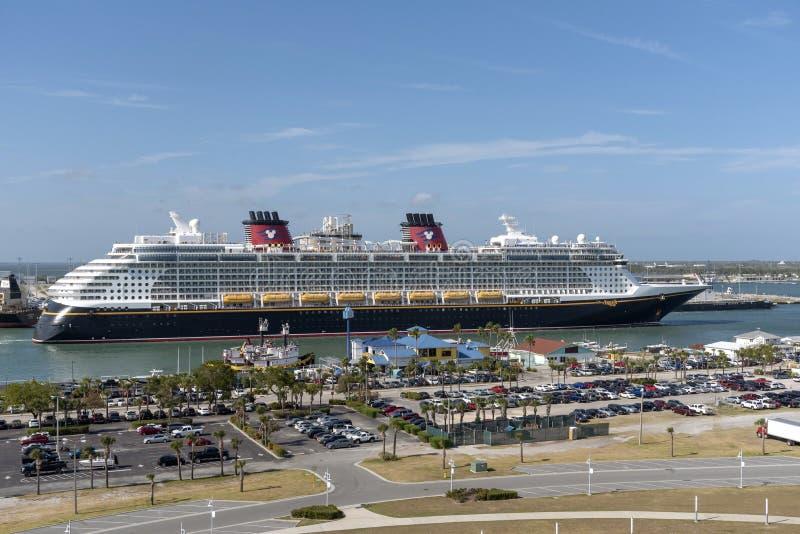 进行中的游轮 港卡纳维拉尔,佛罗里达,美国 库存图片