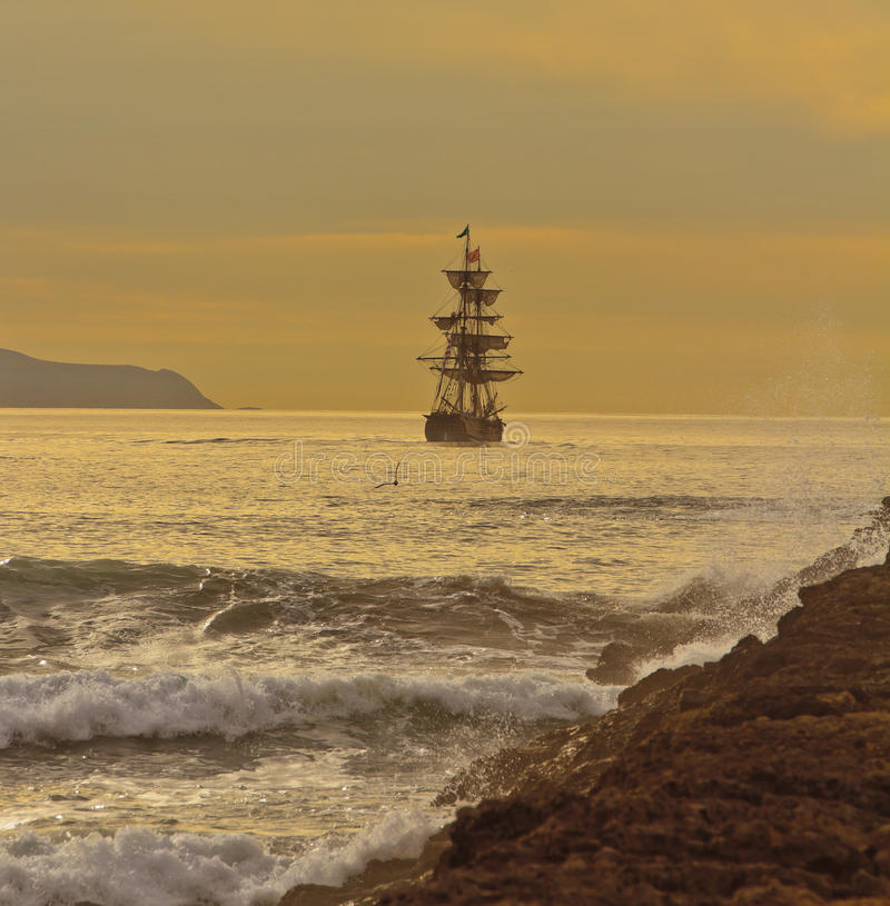 进行中高的船 免版税库存照片