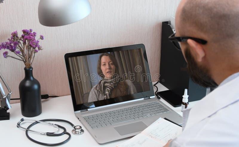 远程医学 与医生的视频通话 免版税库存图片