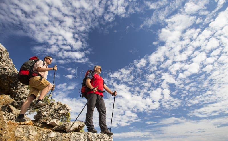 远足在山的夏天 免版税库存照片