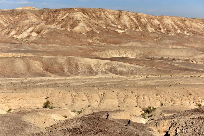 远足在沙漠山 图库摄影