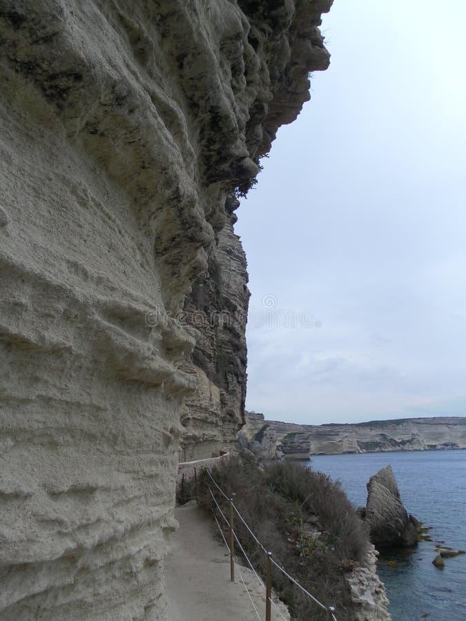 远足在科西嘉岛风景的Bonifacio峭壁 库存照片