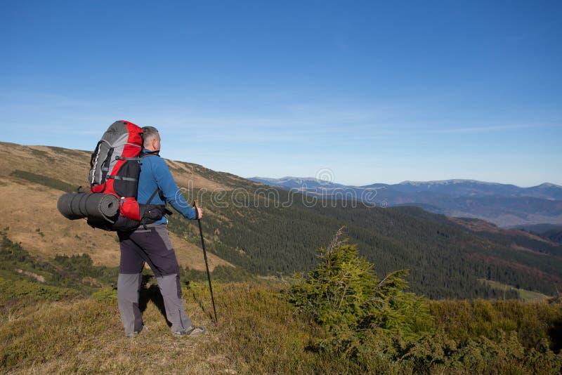 Download 远足在高加索山脉 库存图片. 图片 包括有 痛饮, 登山, 横向, 挑运, 岩石, 后面架靠背, 春天, 外面 - 62533151