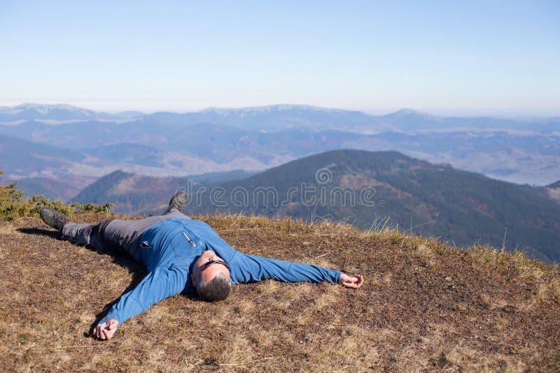 Download 远足在高加索山脉 库存照片. 图片 包括有 后面架靠背, 冰砾, 高加索, 男朋友, 体育运动, 外面, 横向 - 62537550