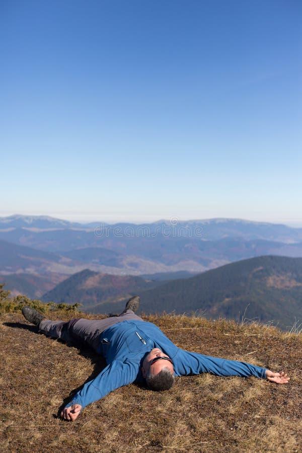 Download 远足在高加索山脉 库存照片. 图片 包括有 上升, 自然, 室外, 远足者, 后面架靠背, 活动家, 人们 - 62537616