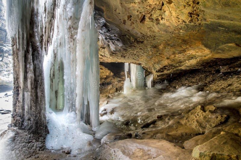远足在Hocking小山的冬天 图库摄影
