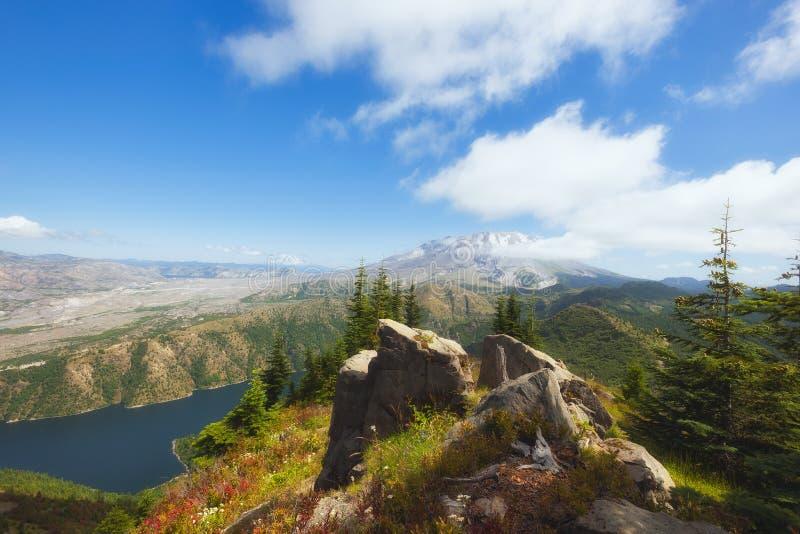 远足城堡峰顶在吉福德Pinchot国家森林 免版税图库摄影