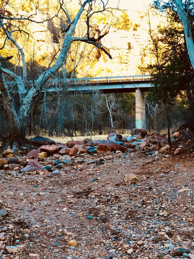 远足室外桥梁黄色山 图库摄影