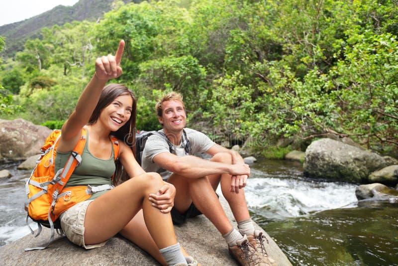 远足室外活动的人在夏威夷 免版税库存图片