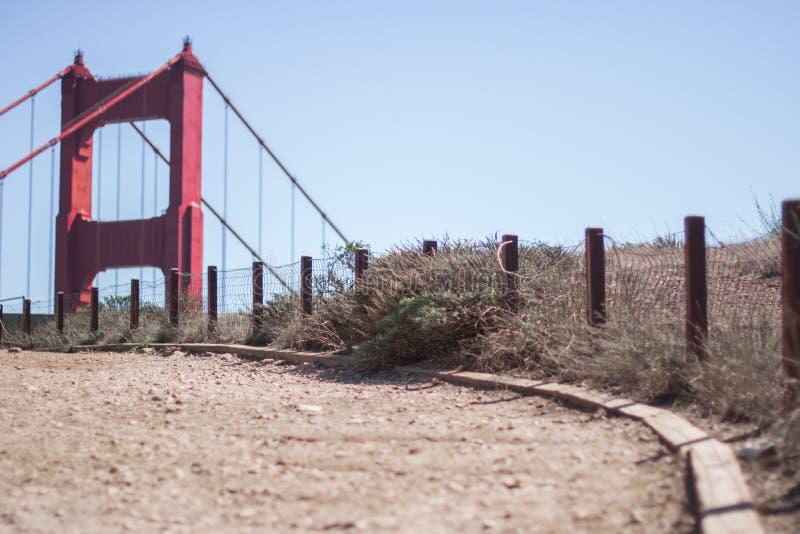 远足对金门大桥,旧金山的周末 免版税库存照片