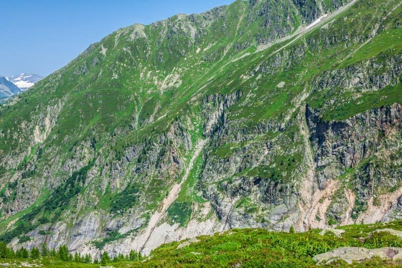 远足对Argentiere冰川有在断层块des Aig的看法 免版税库存照片