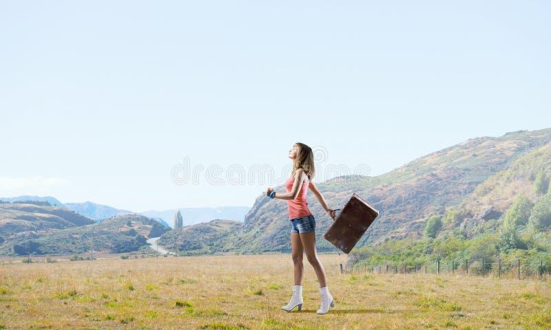 Download 远足旅行的栓 库存照片. 图片 包括有 方式, 自动, 驱动器, 手提箱, 皮箱, 夏天, 巴格达, 女孩 - 59105694