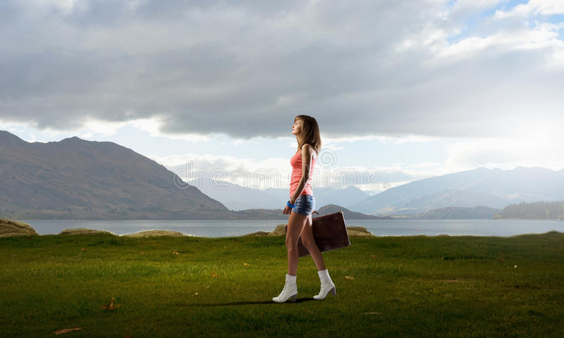 Download 远足旅行的栓 库存图片. 图片 包括有 太阳镜, 嬉皮, 终止, 夏天, 女性, 搭车, 启运, 假期, 驱动器 - 59105861