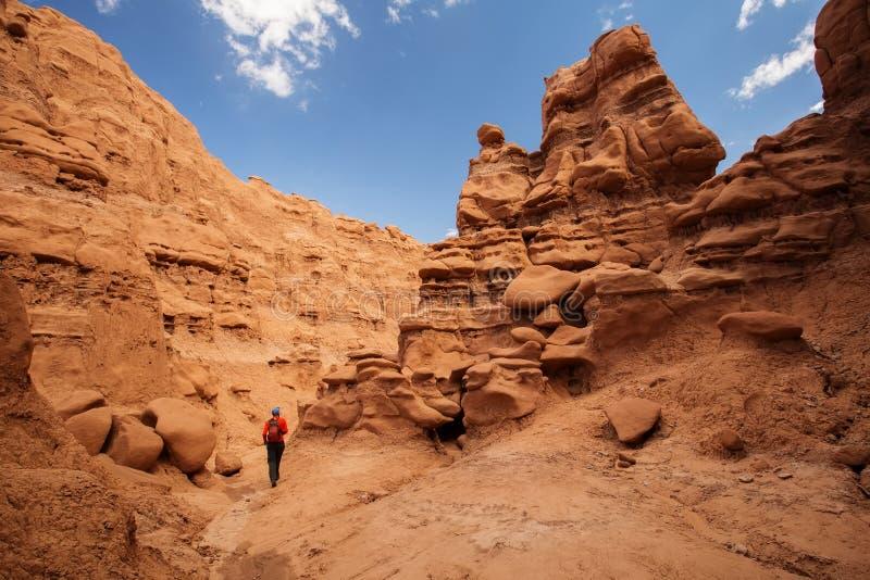 远足者参观恶鬼谷国家公园在犹他,美国 免版税库存图片